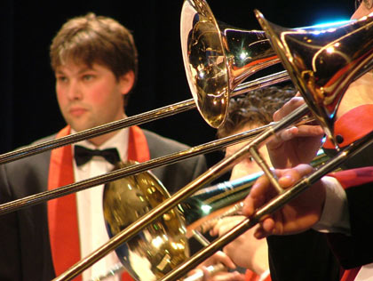 Brass Band Treize Etoiles: Tormbones and percussion