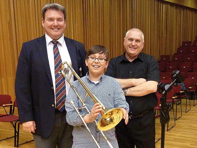 Single handed trombone player